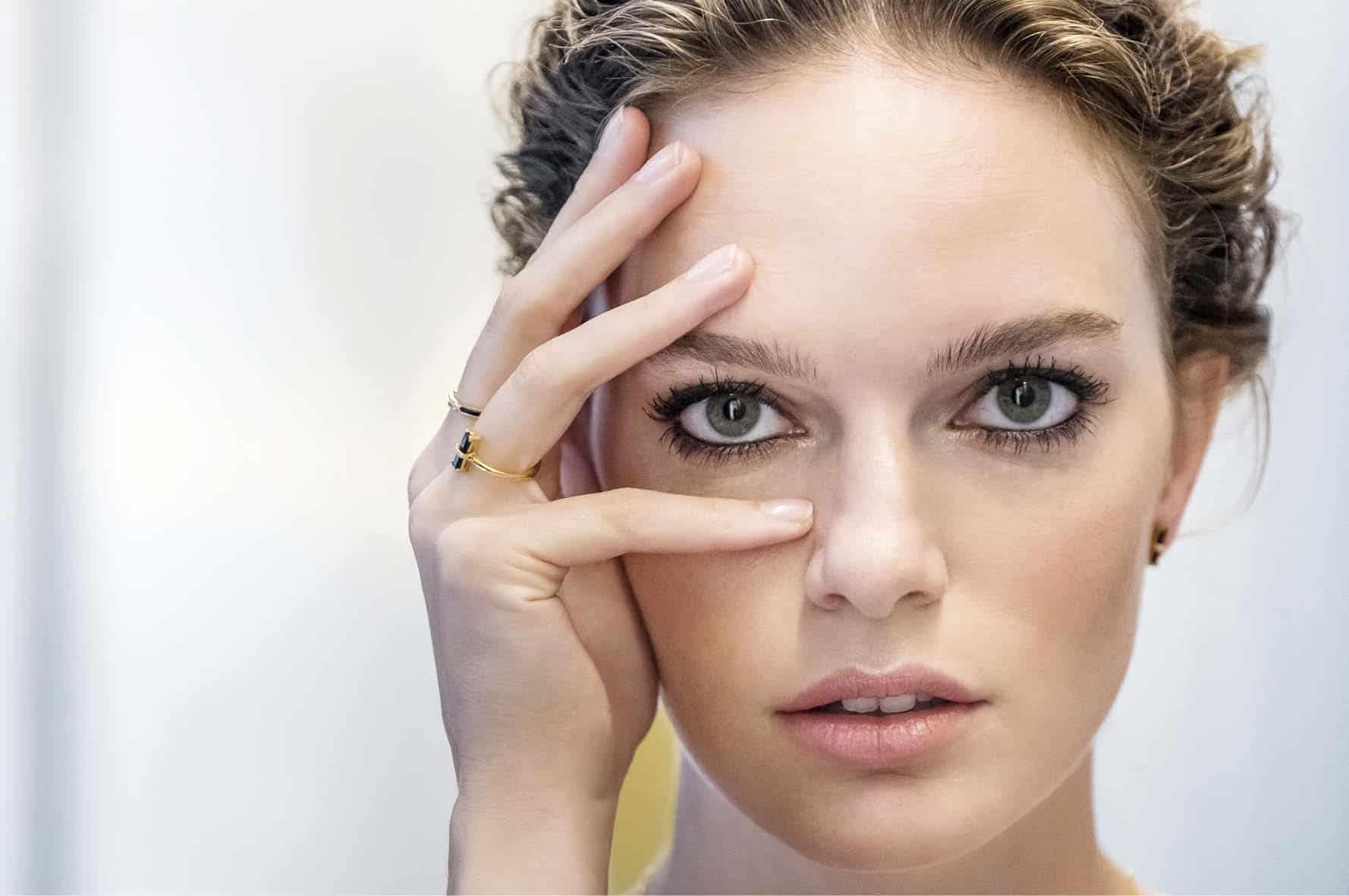 Woman wearing jewels, Diamanti Per Tutti