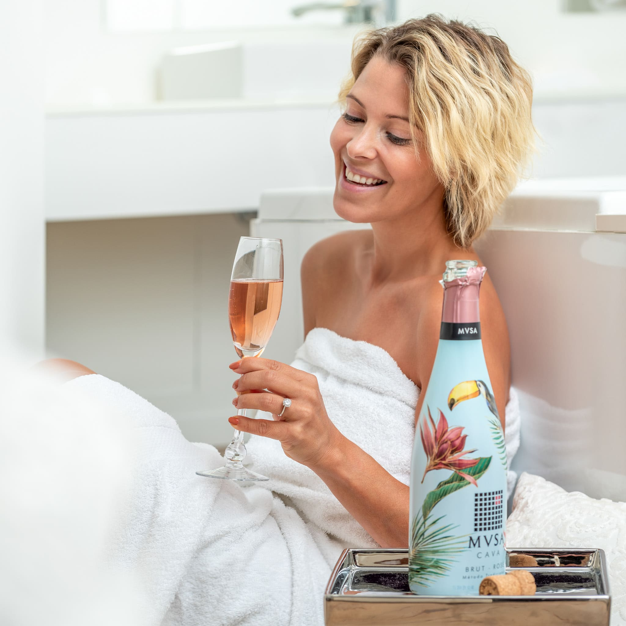 Photo woman with glass of MVSA Cava by Supermoon